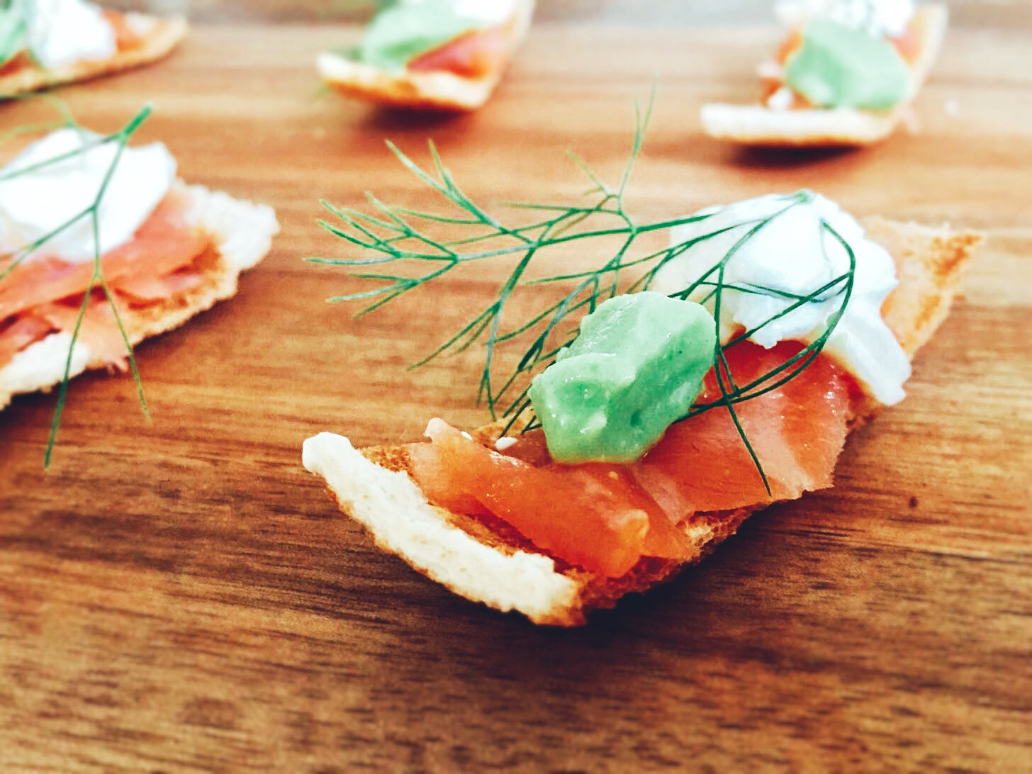 stawley personal chef Smoked salmon On melba toast with pea panna cotta and crème fraiche