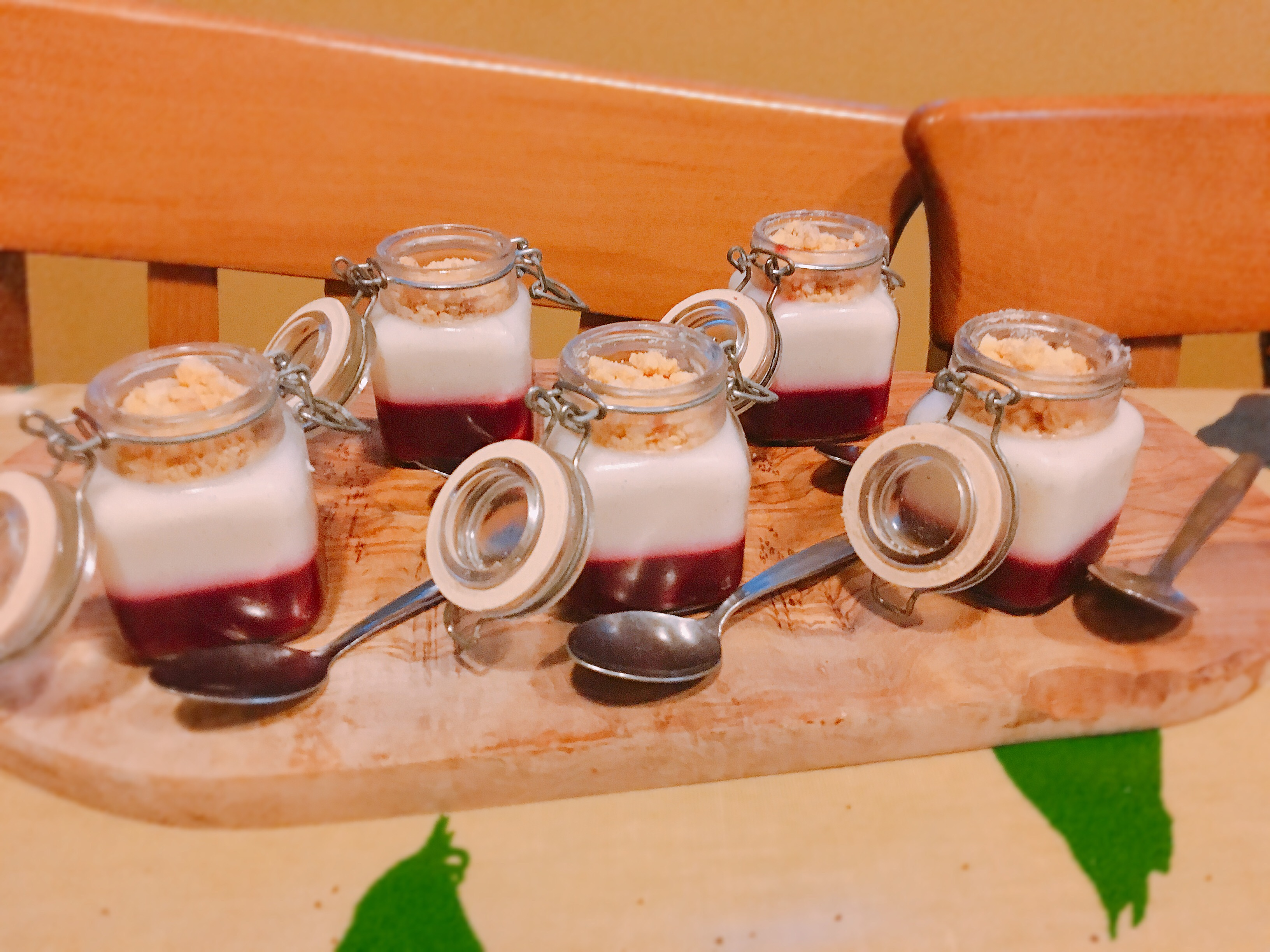 lytes cary catering blackberry jelly, set vanila yoghurt